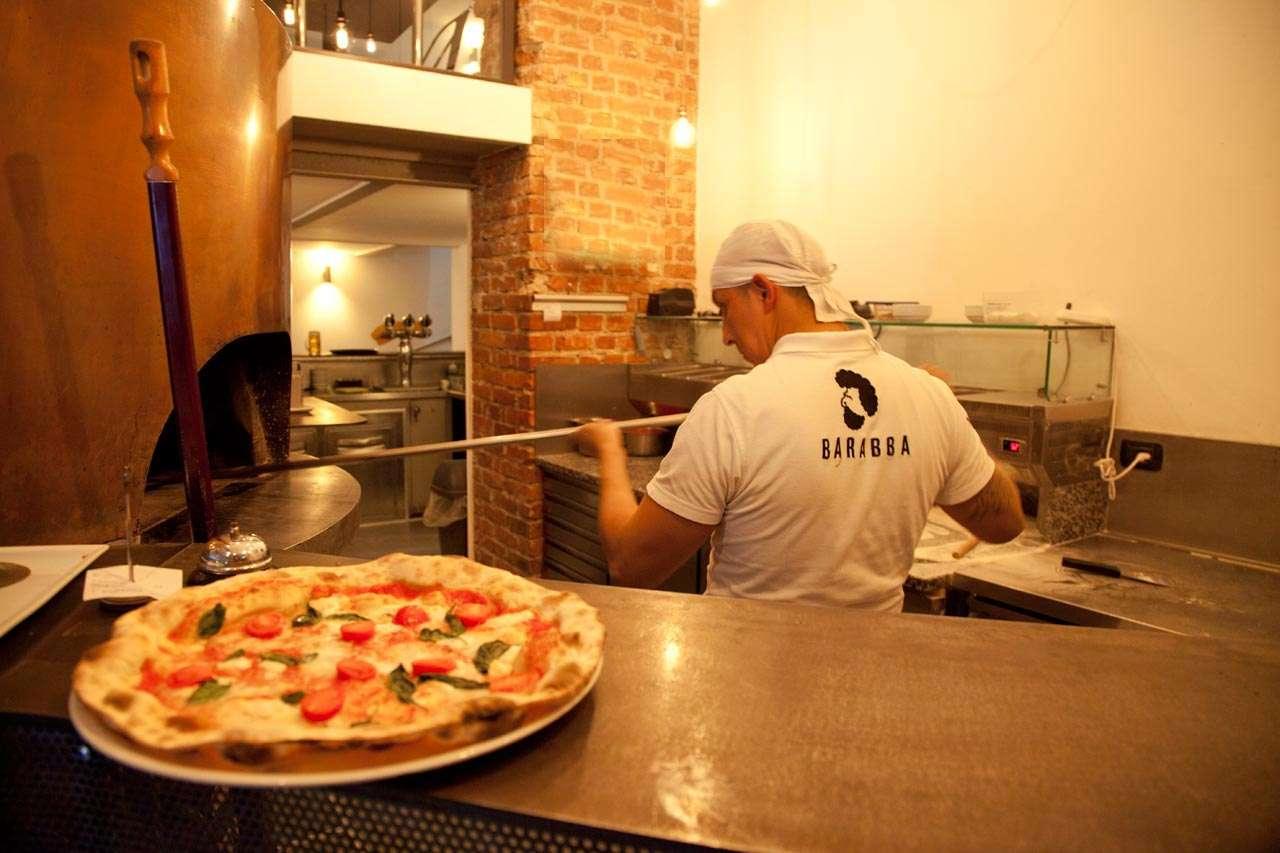 Foto del forno e pizzaioli della Pizzeria-Milano-Barabba
